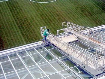 Bauvorhaben: Stadion Kaiserslautern Tribünenüberdachung Ost und West Montage der gesamten Aluunterkonstruktion und Verglasung